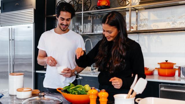 Couple qui cuisine